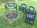 Venkovní ohniště na zahradě