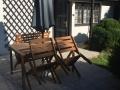 Venkovní sezení se slunečníkem